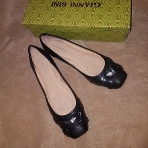 Gianni Bini Peytin black flat shoes with buckle